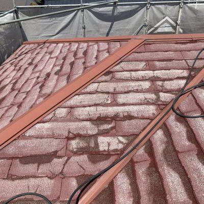 屋根の葺き替え工事がスタートします