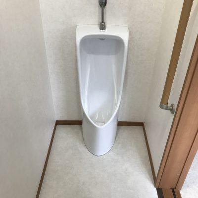 男性にうれしい小便器のあるトイレのリフォームが完了しました。