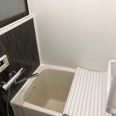 タイル貼り浴室からユニットバス風浴室が完成しました。