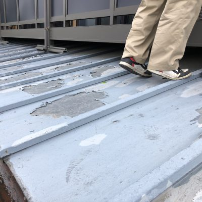 屋根の重ね葺きと外壁の改修工事が終了しキレイに仕上がりました。
