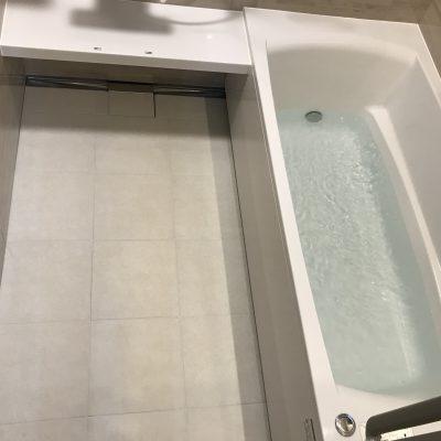 システムバスからシステムバスへの浴室リフォーム工事が完了しました。