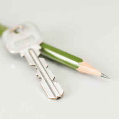 鍵のギザギザ部分を鉛筆でなぞる!!