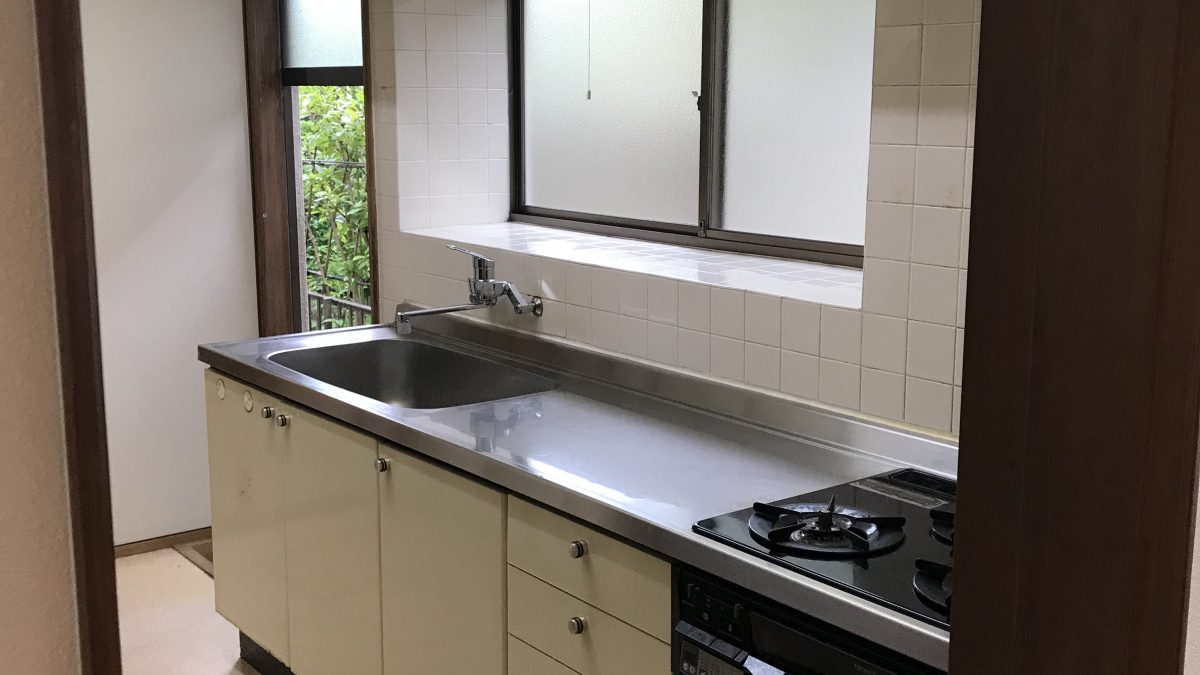 住まいる工務店「お客さまの声」:寒さの原因だった勝手口をふさいで、暖かくなったキッチンリフォームが仕上がりました。